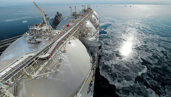Liquefied natural gas tanker Grand Aniva at first LNG plant in Russia - Sputnik International