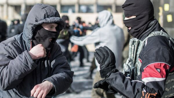 Right Sector activists train in hand-to-hand combat on Independence Square in Kiev - Sputnik International