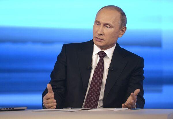 Putin Says Presence of Russian Troops, Instructors in Ukraine 'Nonsense' - Sputnik International
