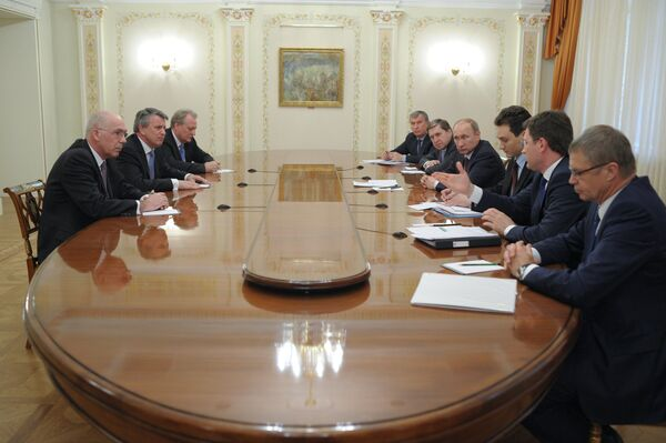 Vladimir Putin meets with Shell CEO Ben van Beurden - Sputnik International
