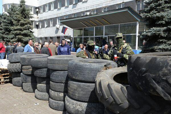 Protesters seize police department and administration building in Konstantinovka - Sputnik International