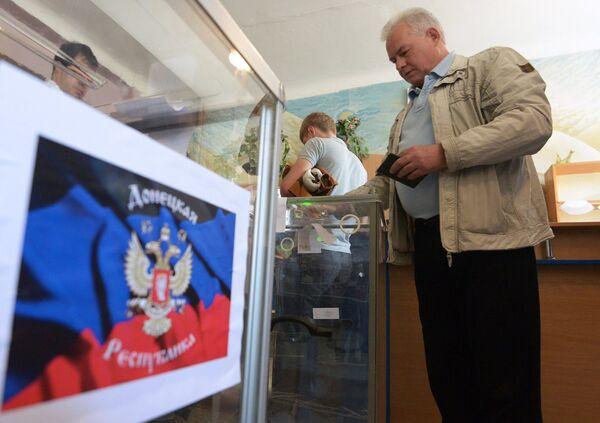 Donetsk and Lugansk regions hold referendum on self-determination - Sputnik International