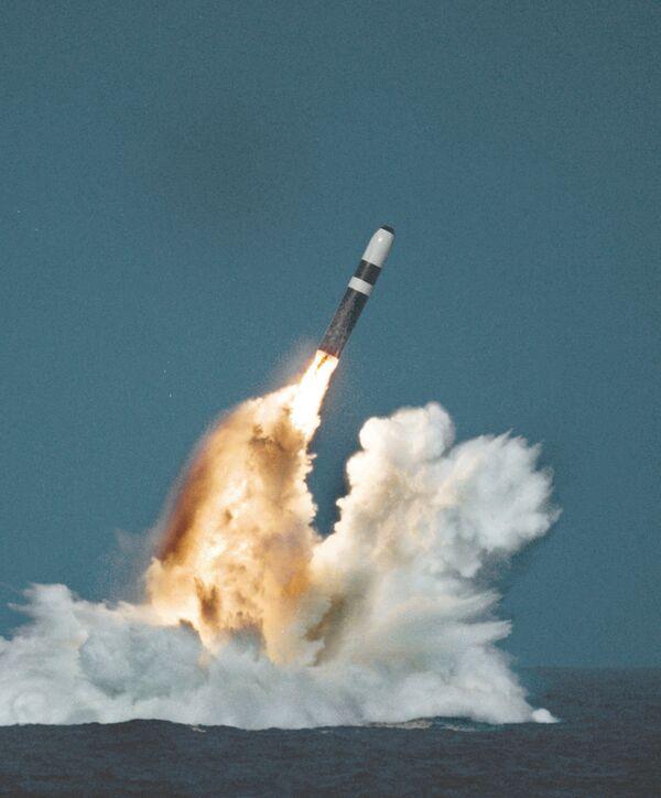 Trident II missile underwater launch - Sputnik International