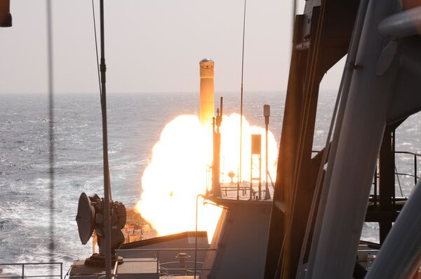 India-Russia Missile Successfully Test Fired from Indian Warship - Sputnik International
