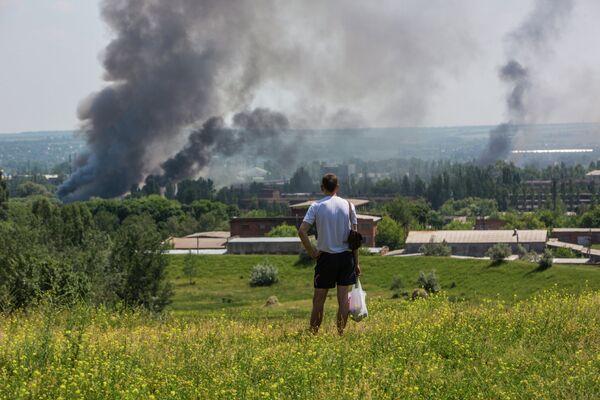 Resident of Slavyansk during a heavy artillery shelling of their city - Sputnik International