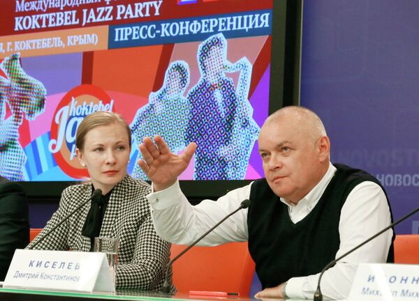 Rossiya Segodnya Director General Dmitry Kiselev and Deputy Minister of Culture Yelena Milovzorova at a press conference on the Koktebel Jazz Party festival - Sputnik International