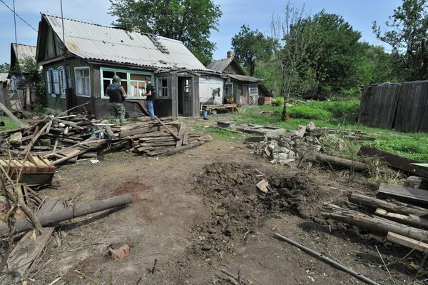A house in Donetsk, a town in southern Russia's Rostov Region, hit by a shell fired from the Ukrainian side of the border - Sputnik International