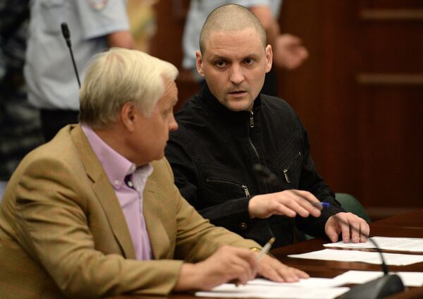 Opposition leader Sergei Udaltsov, right, charged with organizing mass riots at the Moscow City Court hearing on the merits of Udaltsov and Razvozzhayev's criminal case - Sputnik International