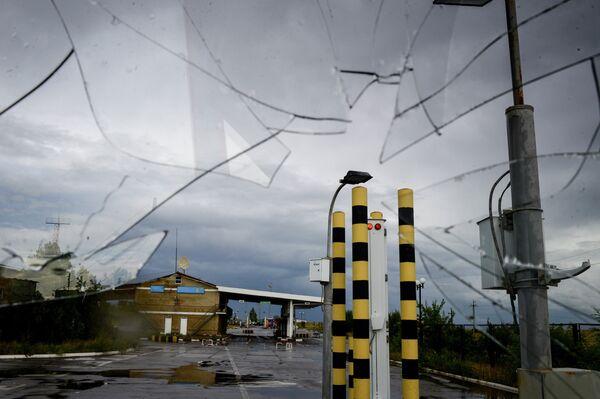 Izvarino border crossing point after shelling - Sputnik International