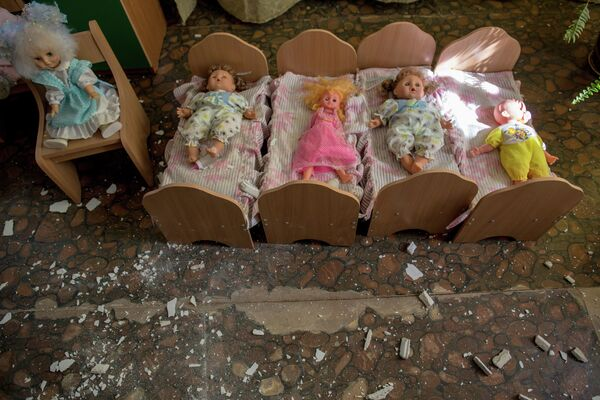 Toys abandoned at a daycare destroyed during an artillery shelling of Slavyansk by the Ukrainian military. - Sputnik International