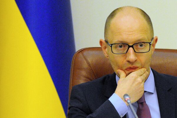 Prime Minister Arseniy Yatsenyuk's People's Front party on Monday morning continues to lead slightly in the Ukrainian parliamentary elections with just over 30 percent of the ballots counted. - Sputnik International