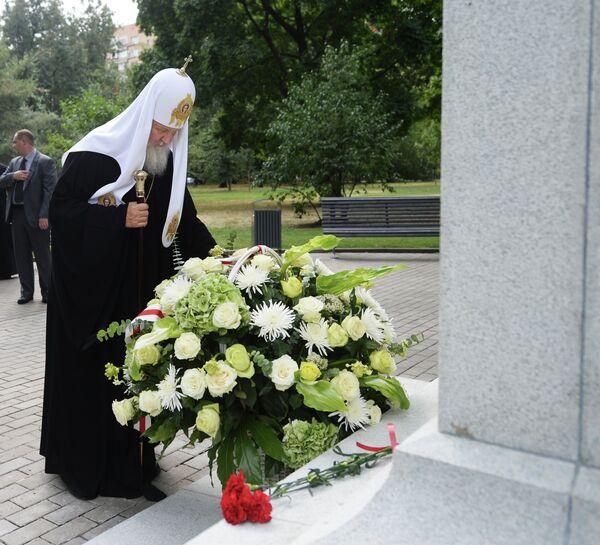 Patriarch Kirill laying flowers at the monument to the fallen heroes of the First World War on Poklonnaya Gora - Sputnik International