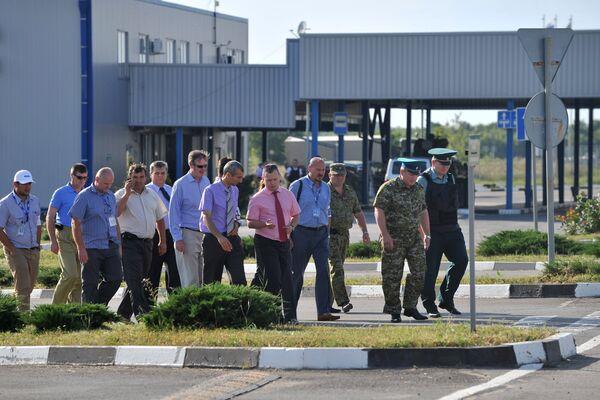 OSCE observers visiting Gukovo checkpoint in Rostov region - Sputnik International