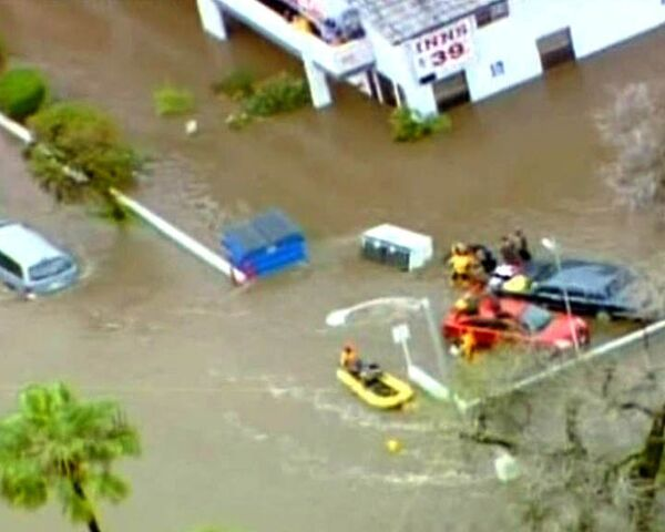 Mass evacuation in Southern California, caused by flooding. - Sputnik International