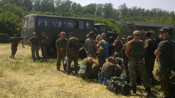 Ukrainian soldiers ask for shelter in Russia - Sputnik International