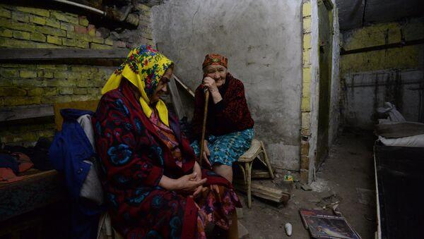 Civilians in Shakhtarsk Fear Ukrainian Artillery, Dwell in Bomb Shelters - Sputnik International