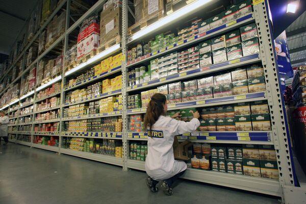 Shelve with tea in a Russian supermarket - Sputnik International
