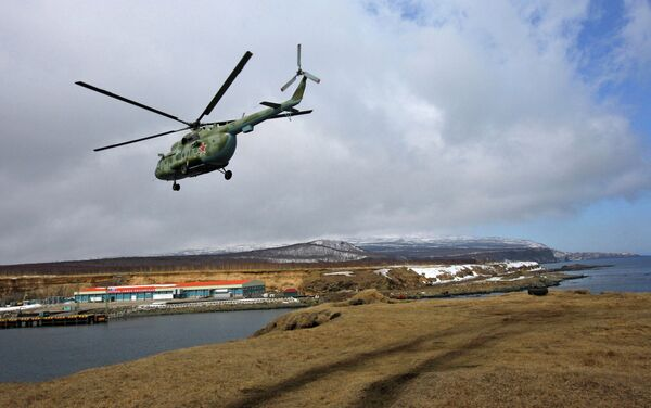 A Mi-8 military helicopter flies over Iturup, the largest island of the Kuril Archipelago in the Russian Far East. - Sputnik International
