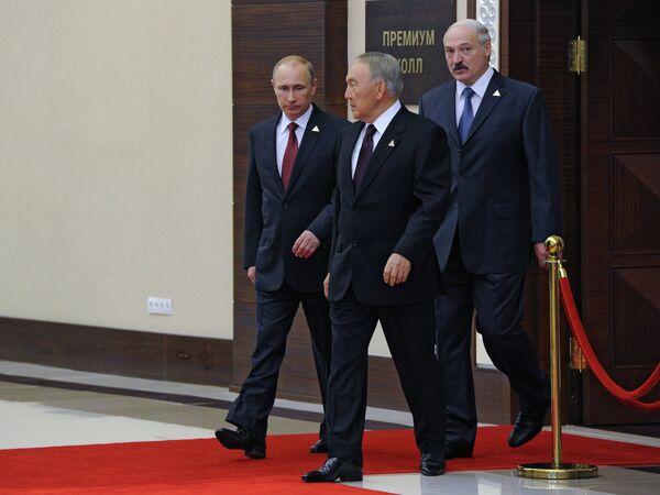 Russian President Vladimir Putin, Belarussian Alexander Lukashenko and Kazakhstan's President Nursultan Nazarbayev - Sputnik International