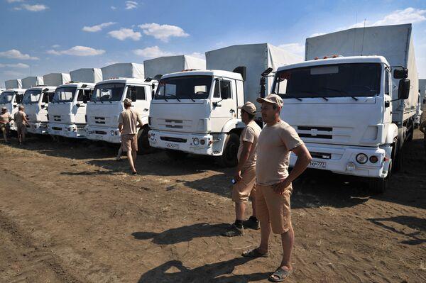 Russia's humanitarian aid convoy moves on to Ukraine - Sputnik International