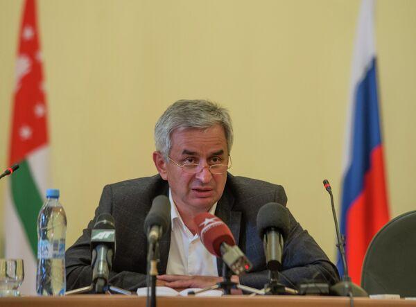 Raul Khadjimba who leads the oppositional Forum of the National Unity of Abkhazia at an emergency meeting of Abkhazian Parliament - Sputnik International