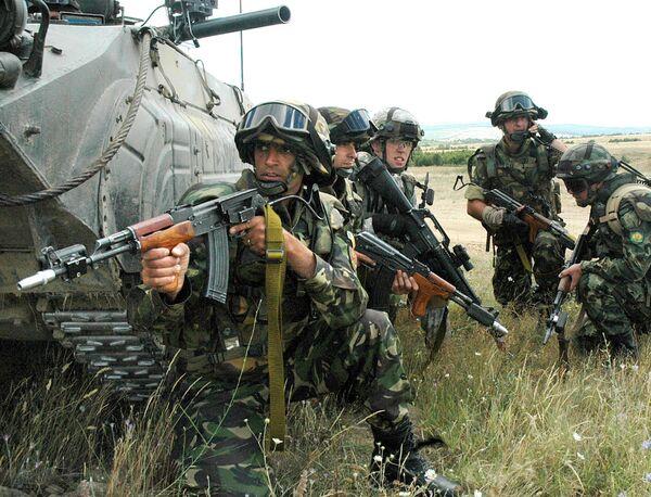 NATO spokeswoman said Monday she was unaware of NATO officers' possible presence in the southern Ukrainian city of Mariupol. - Sputnik International