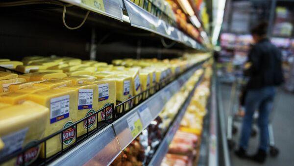 EU dairy products in shop in one of Russia's regions - Sputnik International