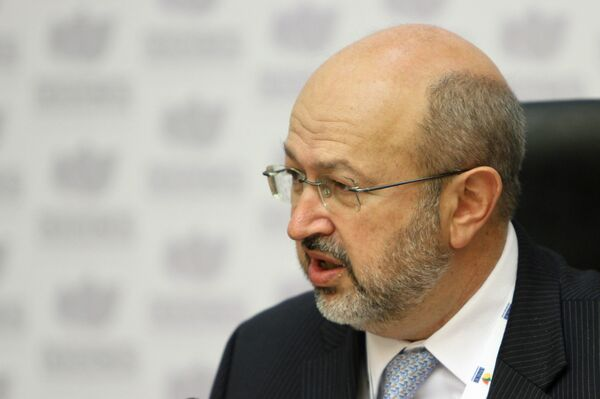 OSCE Secretary-General Lamberto Zannier urged Ukraine not to discriminate against ethnic Russians living in Ukraine - Sputnik International