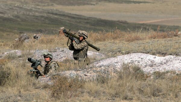 A soldier with a man-portable air-defense system during military exercises. - Sputnik International