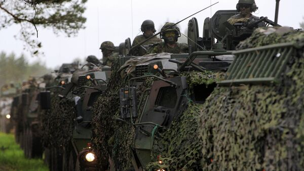 US, Estonian, Latvian, Lithuanian, and British soldiers conduct a convoy into the training field. - Sputnik International