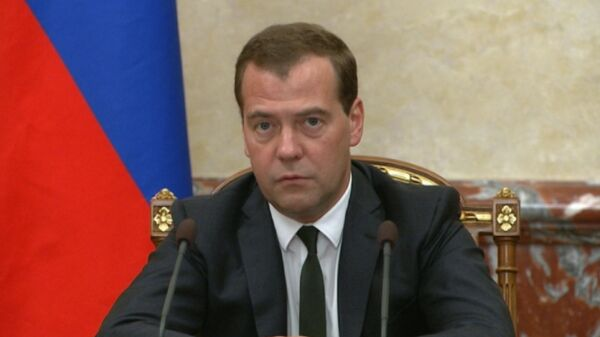 Russian Prime Minister Dmitry Medvedev said Monday that the terms of a deal on supplies of Russian natural gas to Ukraine should be acceptable for Kiev, but Ukraine still needs to pay its debts to Russia's energy giant Gazprom. - Sputnik International