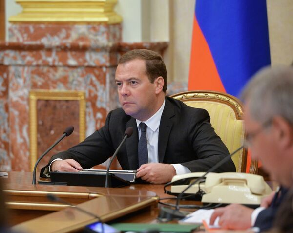 Russian Prime Minister Dmitry Medvedev says that Russia is not planning to change its development course. - Sputnik International