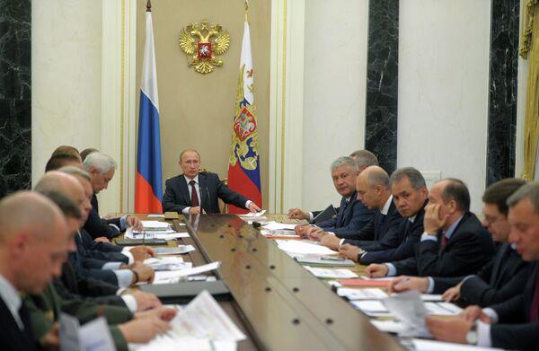 Russian President Vladimir Putin at a meeting on the development of the state arms procurement program for 2016-2025 - Sputnik International