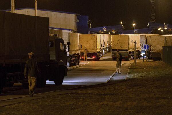 A trucks of a Russian convoy carrying humanitarian aid for Ukraine. - Sputnik International