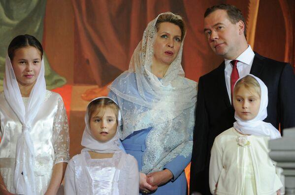 Dmitry Medvedev: Politician, Enthusiast Photographer and Family Man - Sputnik International