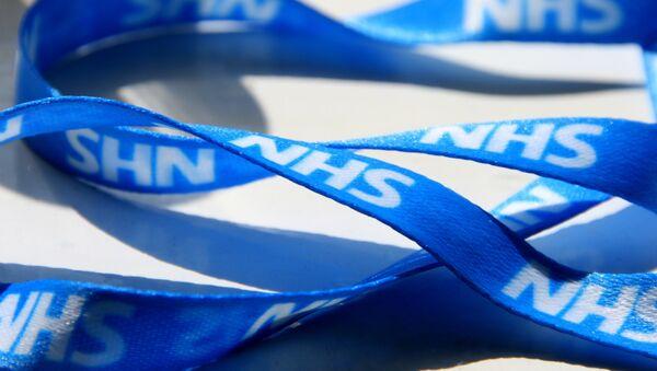 A fetching NHS blue lanyard. - Sputnik International