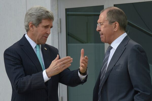 Russian Foreign Minister Sergei Lavrov (right) and US Secretary of State John Kerry discussed the Ukrainian crisis during three-hour talks in Paris. - Sputnik International