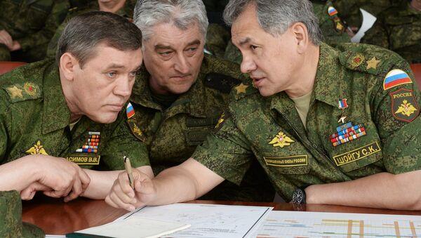 Sergey Shoygu, Russian Defense Minister with generals - Sputnik International