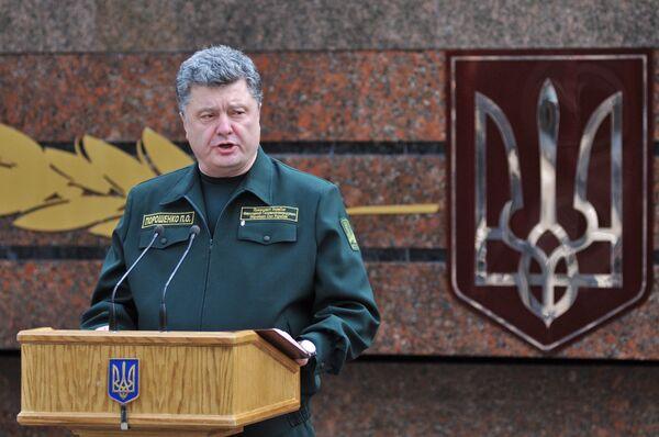 President Petro Poroshenko speaking at the Army Academy named after hetman Petro Sagaydachnyy in Kharkiv, Ukraine. - Sputnik International