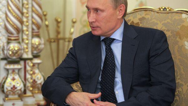 Russian President Vladimir Putin and Ukrainian leader Petro Poroshenko begin meeting during breakfast, organized by Italian Prime Minister Matteo Renzi as part of the 10th Asia-Europe Meeting (ASEM) summit. - Sputnik International