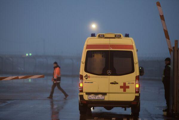 Ambulance near the Falcon crash site, in the Moscow Vnukovo airport. - Sputnik International