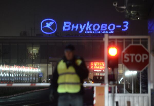 An airplane has crashed in Moscow's Vnukovo airport early Tuesday, leaving at least five people killed, including one French citizen. - Sputnik International