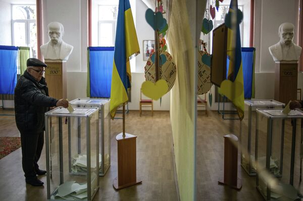 Ukraine's Central Election Commission said Monday that voter turnout in the country's parliamentary elections stands at 52.42 percent after compiling data from all 198 districts. - Sputnik International