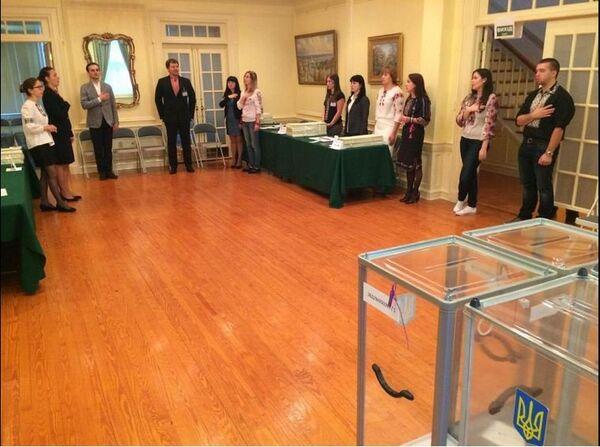 Polling station at the Ukrainian Embassy in the US - Sputnik International